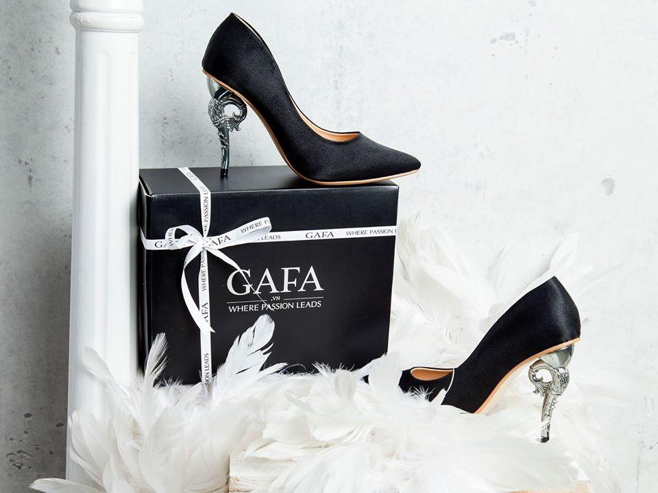 Đối với phái đẹp được tặng những gì mình thích thì điều đó thật tuyệt. Một đôi giày đôi khi còn ý nghĩa hơn nhiều quà tặng khác.