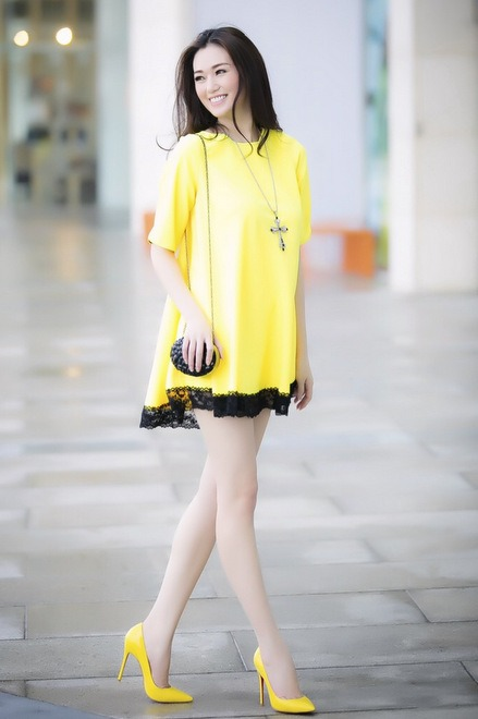 Giày cao gót màu vàng