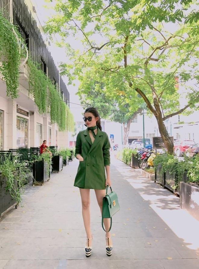 Giày cao gót màu xanh rêu