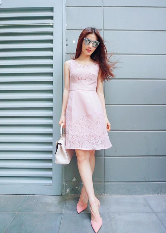Giày cao gót màu hồng