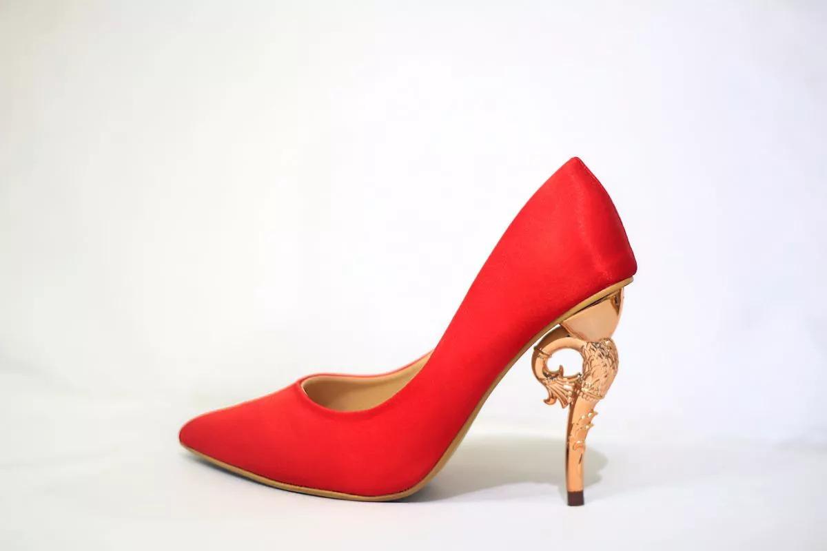 giày cao gót màu đỏ