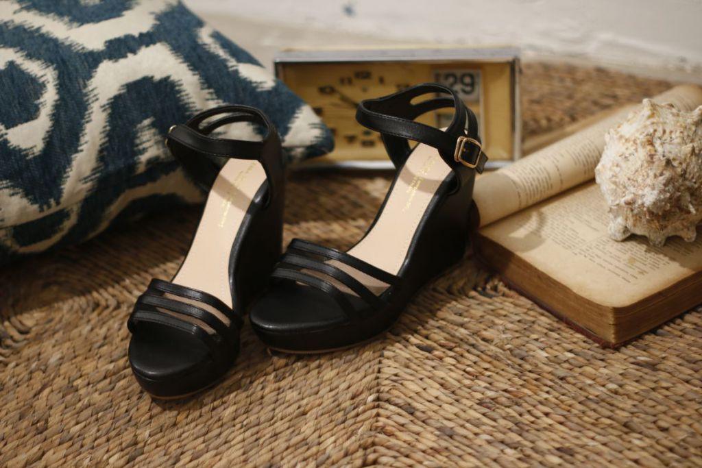 giày cao gót màu đen