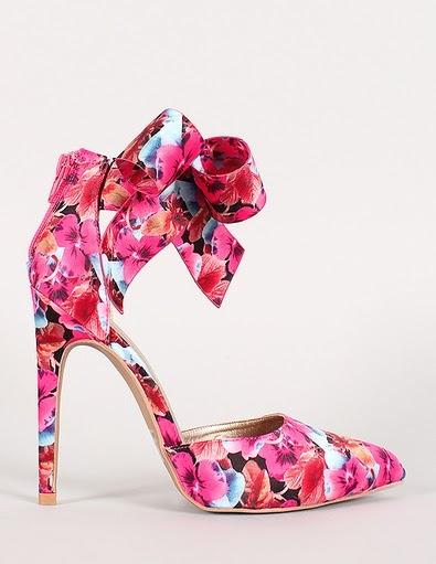 giày cao gót màu hồng phấn