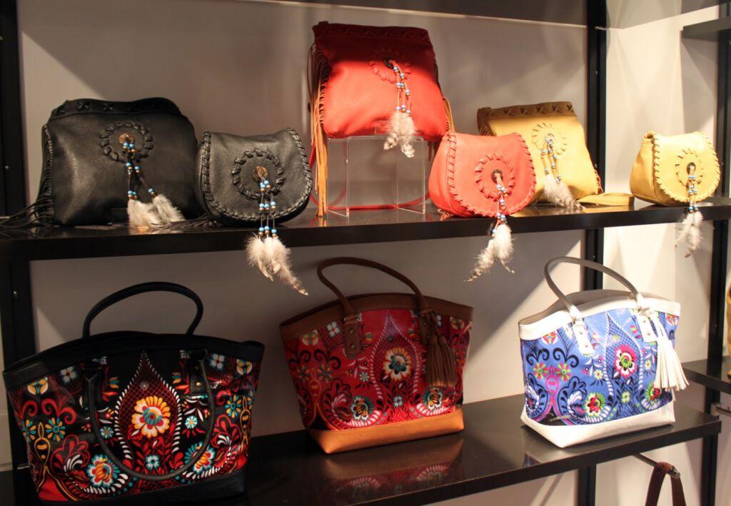 Bật mí cách phối đồ với túi xách thời trang sành điệu cho các quý cô